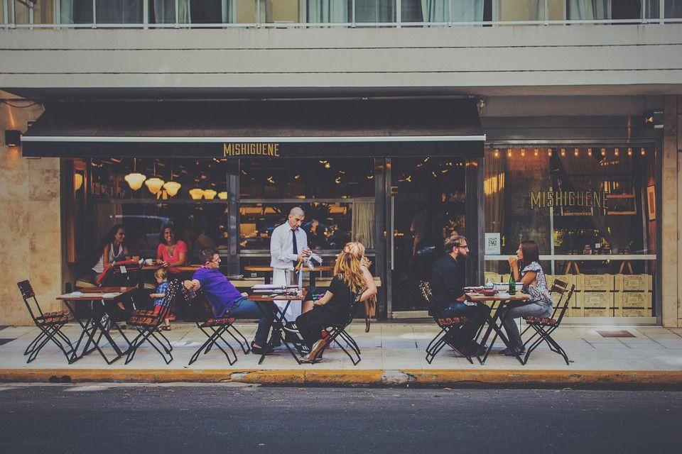 Cafetería con servicio de terraza