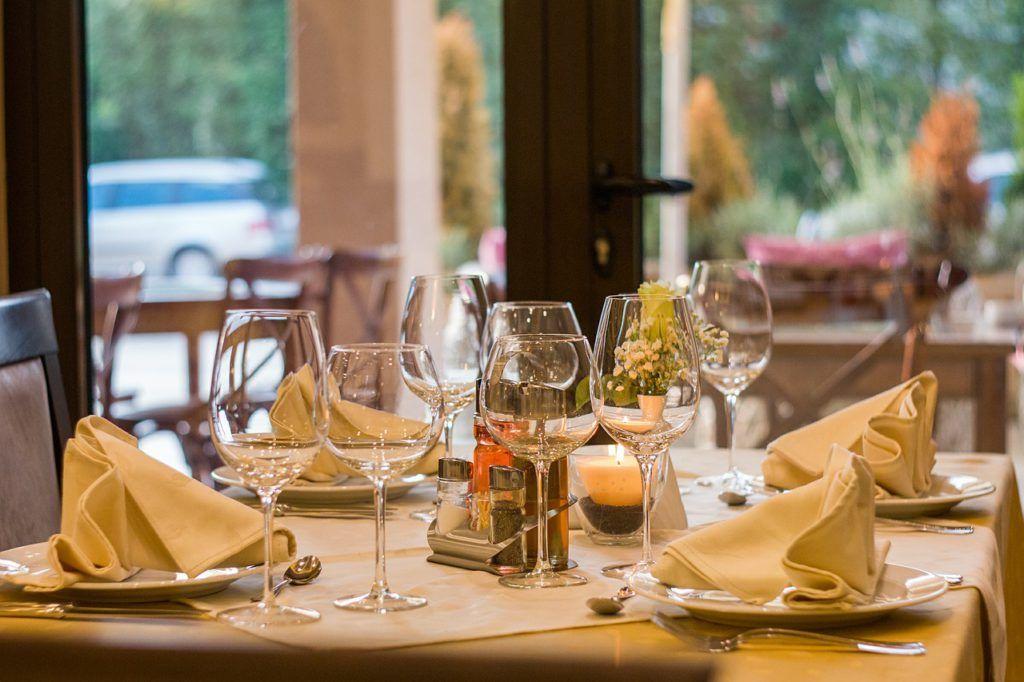 Restaurante limpio y ordenado