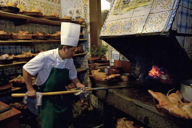 Cocinando en el restaurante El Botin