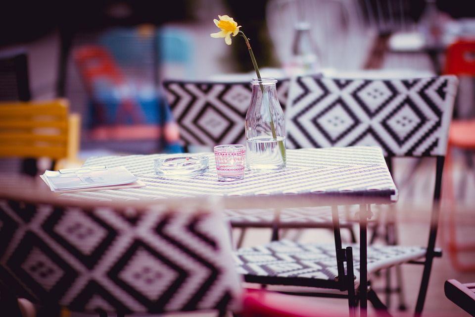 Mesas de colores para hostelería