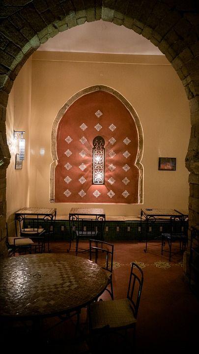 Decoración árabe con forma de arco