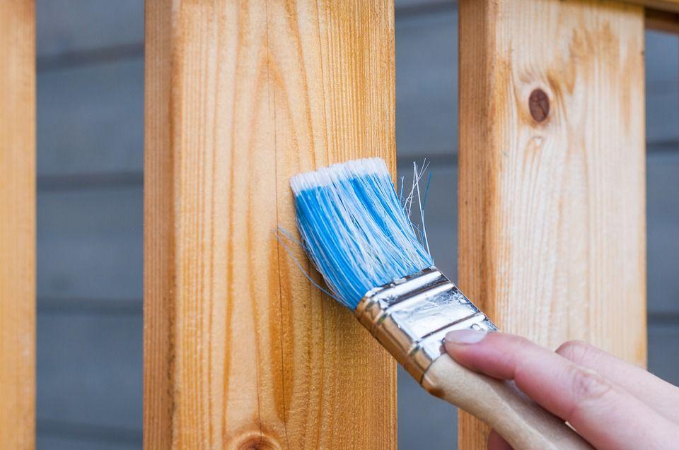 Aplicar un barniz para proteger el mueble