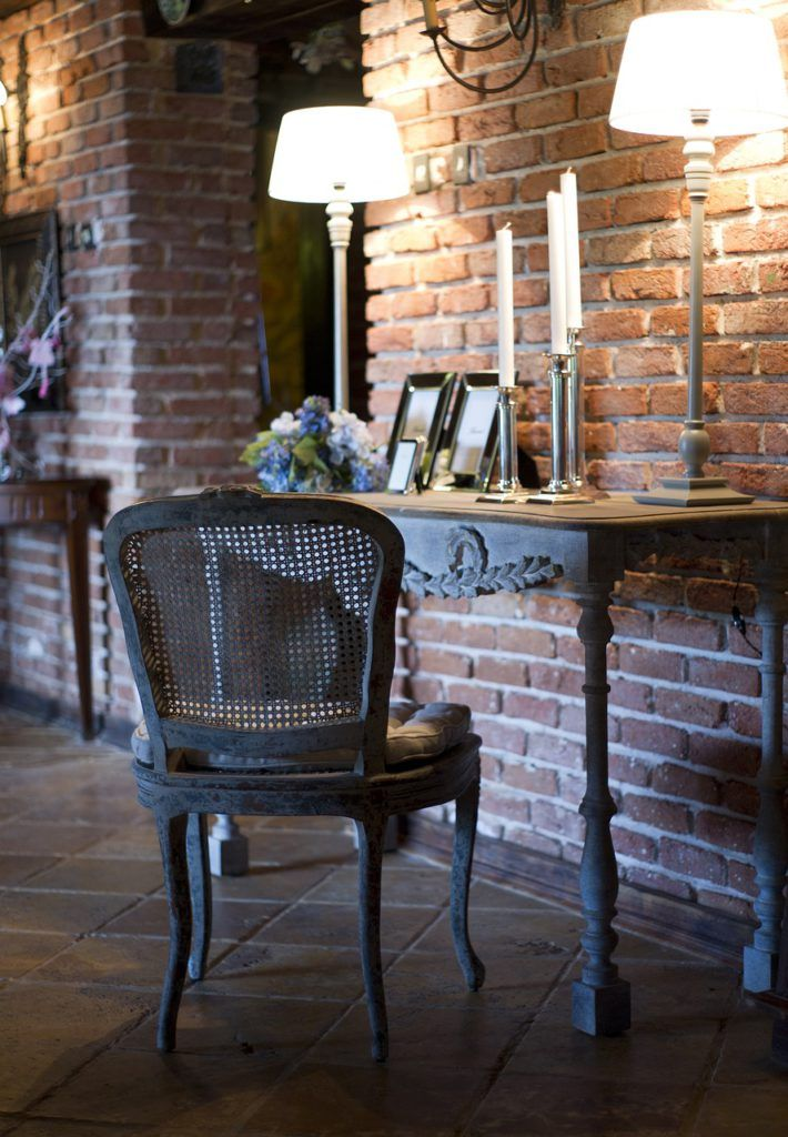 Rincón con mobiliario de estilo colonial