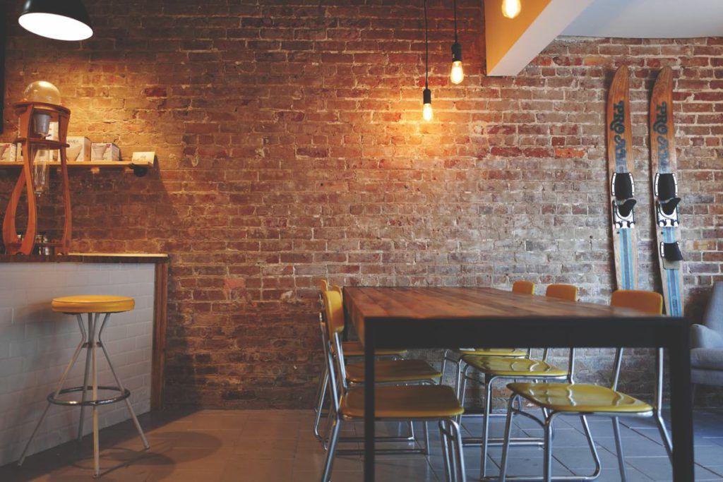 Mobiliario estilo industrial para bares