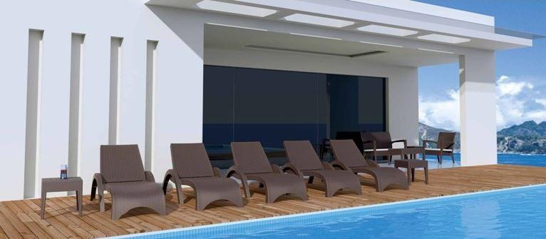 Hamacas para terrazas de hoteles con piscinas