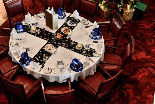 Decoración de mesas con atrezzo