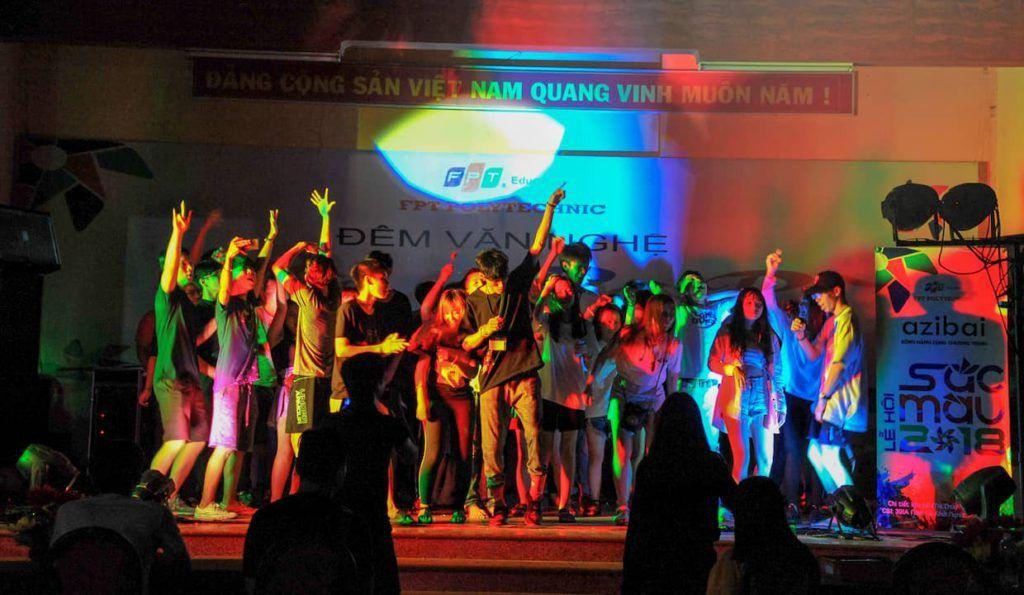 actividades para atraer clientes conciertos y bailes