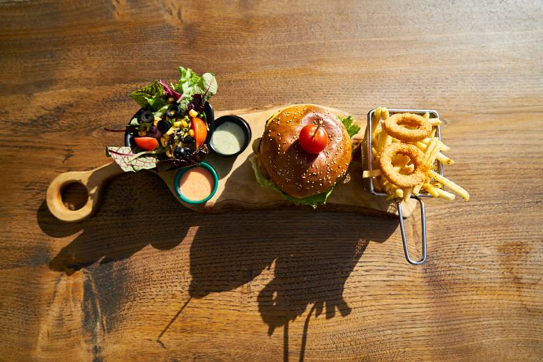 Elegir platos y vajillas al montar una hamburguesería