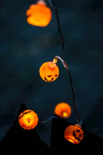 luces calabaza para decorar el techo en halloween