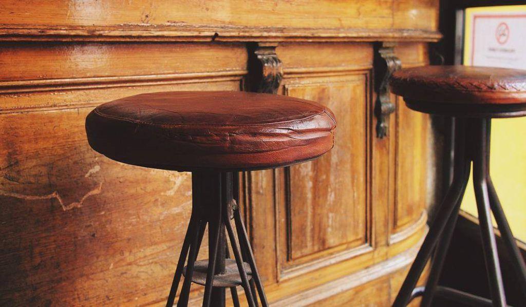 taburetes de madera y metal estilo rustico barra bares