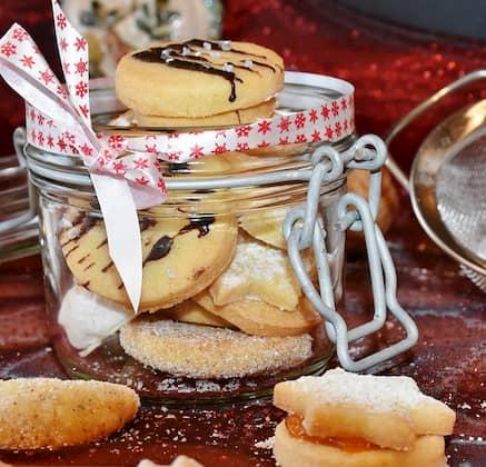 tarros y accesorios de decoración de pastelerías vintage