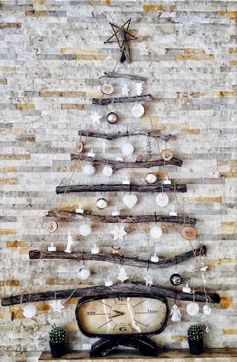 Decoración de las paredes de un restaurante para la época de navidad