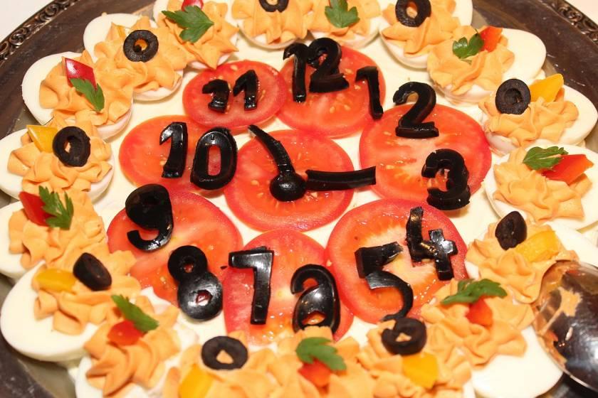 Talla frutas y juega con las formas para decorar el buffet de tu hotel
