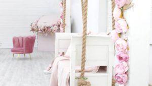 Tonos rosados y acogedores en las habitaciones con decoración romántica