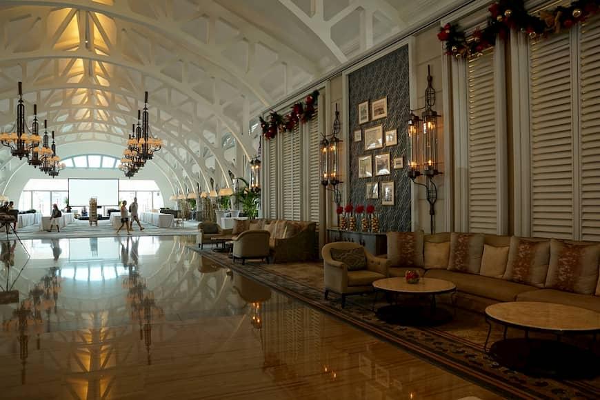 La recepción de un hotel de lujo