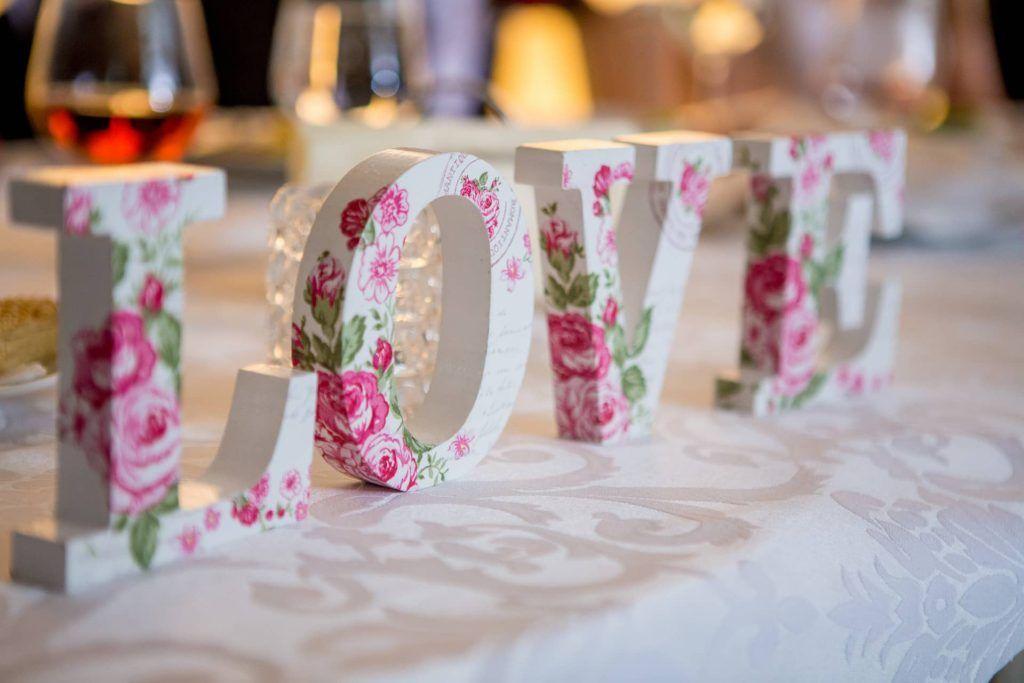 Letras para decorar la mesa de una boda