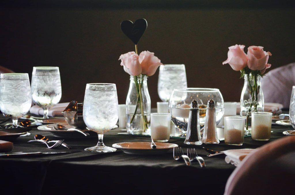 Velas para decorar la mesa de una boda