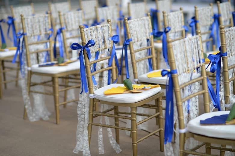 Ideas de decoración de sillas de boda con lazos