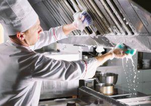 La importancia de la limpieza y desinfección de una cocina profesional