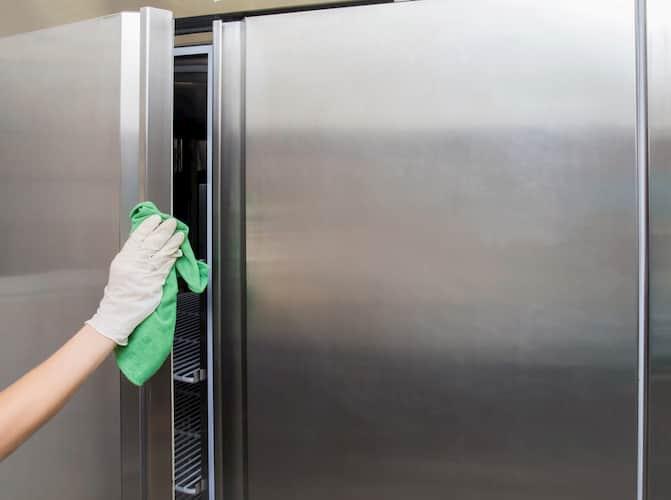 Plan de limpieza y desinfección en la cocina de un local hostelero