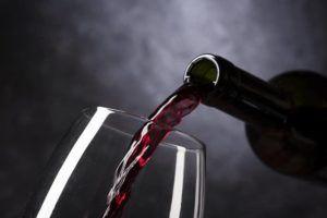 Aprende cómo servir el vino correctamente
