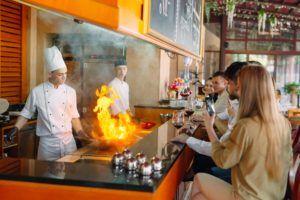 Cocina abierta en un restaurante